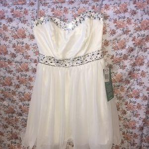 Brand New White Juniors Short Dress